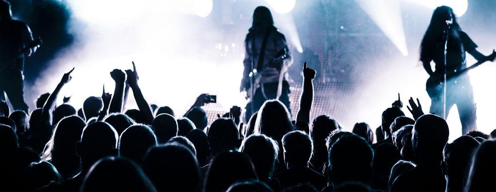ライブハウス 振る舞い ライブを聴く
